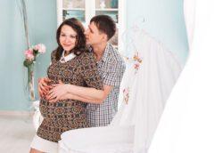 Těhotenská móda a práce na dětském pokoji jdou ruku v ruce